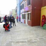 Fotografen auf Burano fotografieren Masken