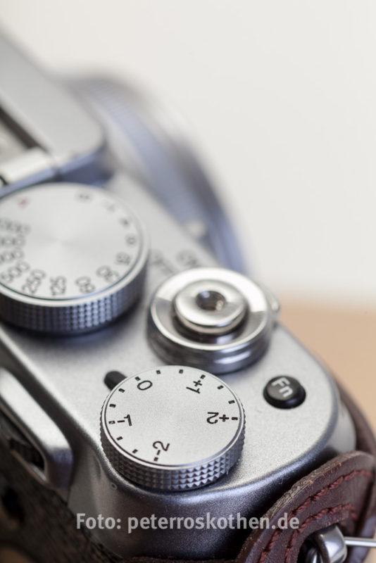 Reisekamera Fujifilm X100S Reportagekamera - Belichtungskorrektur sofort zugänglich, +-2EV im Gegensatz zur X100T mit +-3EV