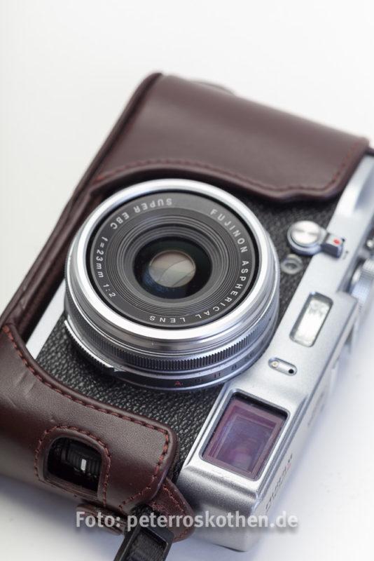 Alle drei Kameras Fujifilm X100, X100S und X100T haben dieselbe Optik, ein traumhaft scharfes Fujinon 23mm f1:2.0 Objektiv. (Kleinbildäquivalent 35mm)