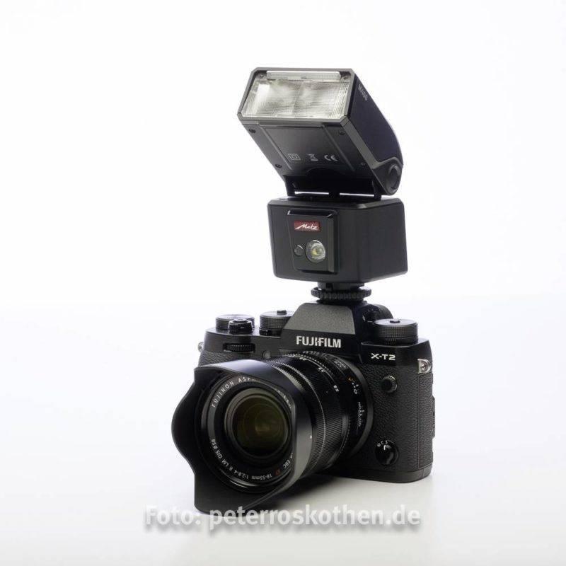 Aufsteckblitz Systemblitz Metz mecablitz m400 auf einer Fujifilm X-T2