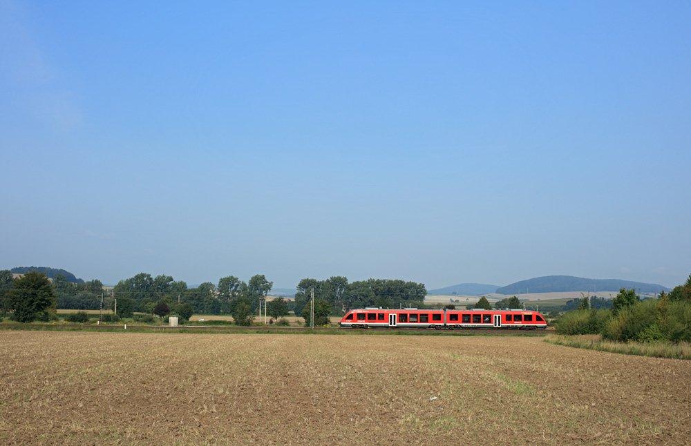 Triebwagen mit etwa 100 km/h - verkleinert