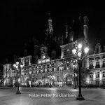 Das Pariser Rathaus - Hôtel de Ville bei Nacht