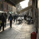 Die Gassen von Venezia im Winter Morgenlicht