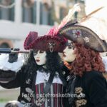 Zwei Piratinnen besetzen Burano