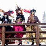 Piraten auf der Brücke - Im Hintergrund der Campanille zu Parrocchia San Martino Vescovo