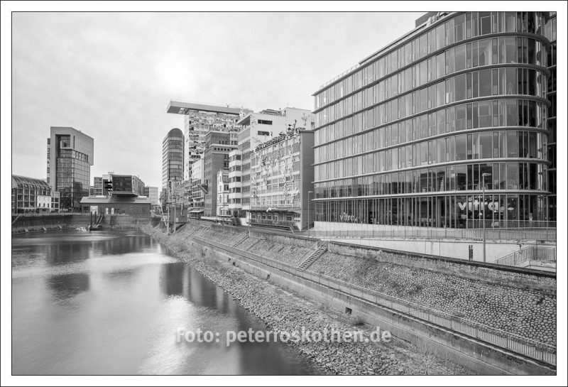 Schwarzweiß im Düsseldorfer Hafen - Architekturfotografie