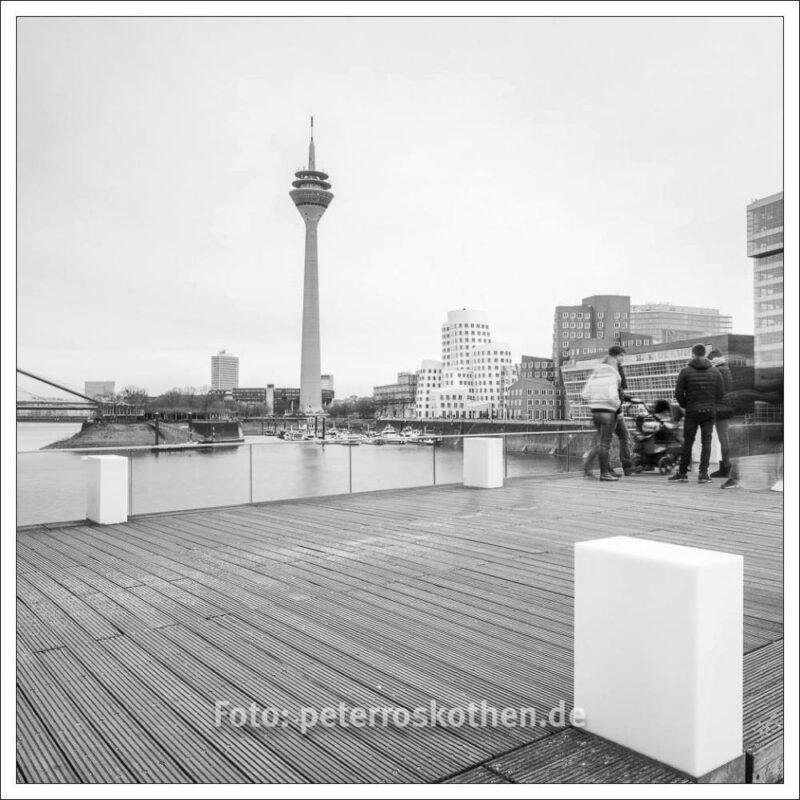 Hafen Düsseldorf mit Rheinturm
