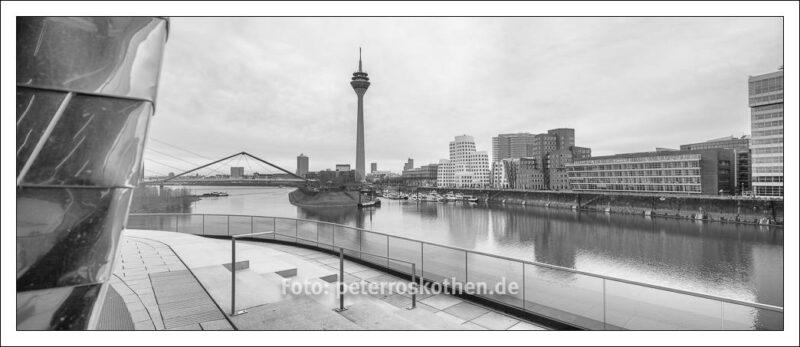 Hafen Düsseldorf Panorama Monochrom