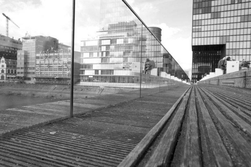 Christian fotografiert auf der Fotoexkursion Düsseldorf Medienhafen
