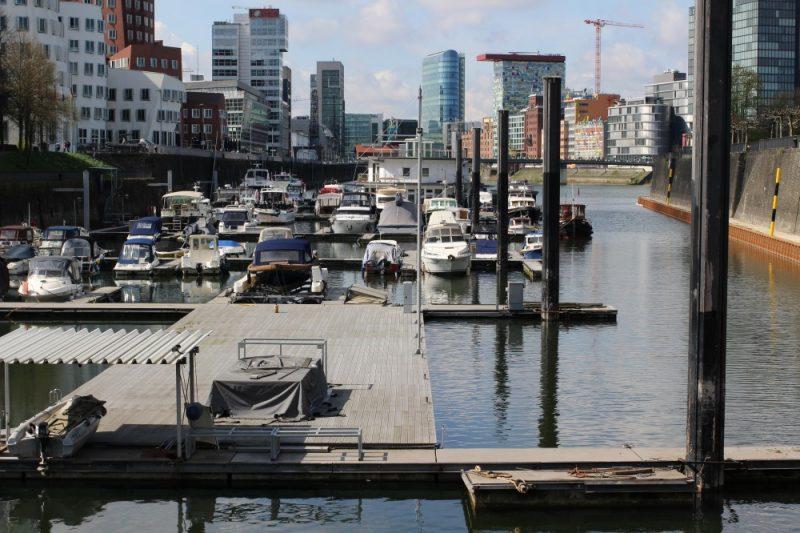 Christian fotografiert den Düsseldorfer Hafen