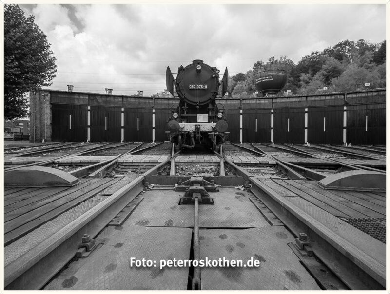 Lokschuppen mit Lokomotive - Fine-Art-Bilder-Service - Beste Bildqualität drucken lassen