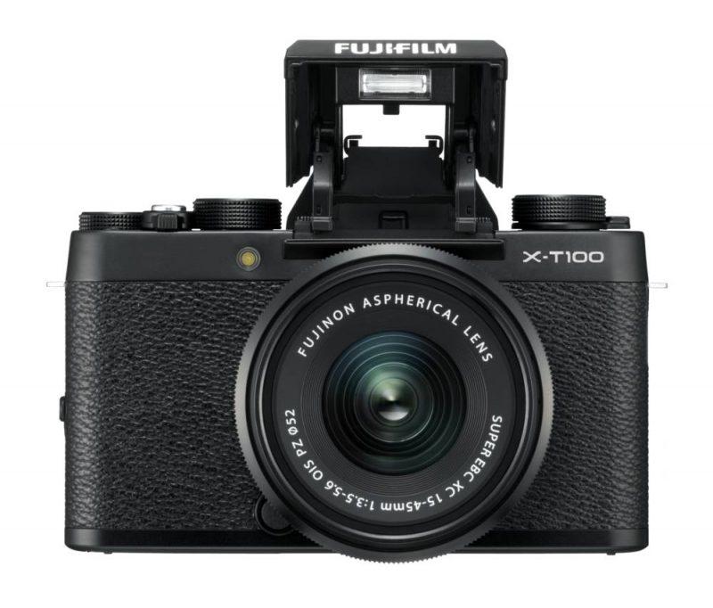 Fujifilm X-T100 mit eingebautem Blitz