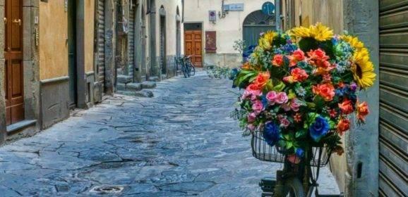 Gasse am Morgen in Florenz