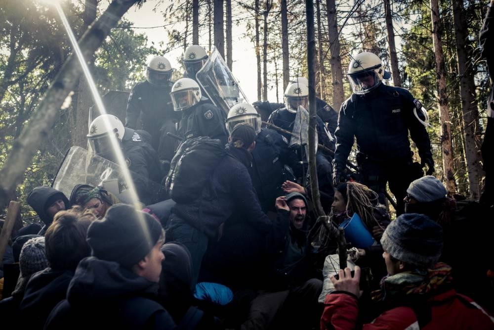 Hambacher Forst: Raeumung des Baumhauses Paragraf 11