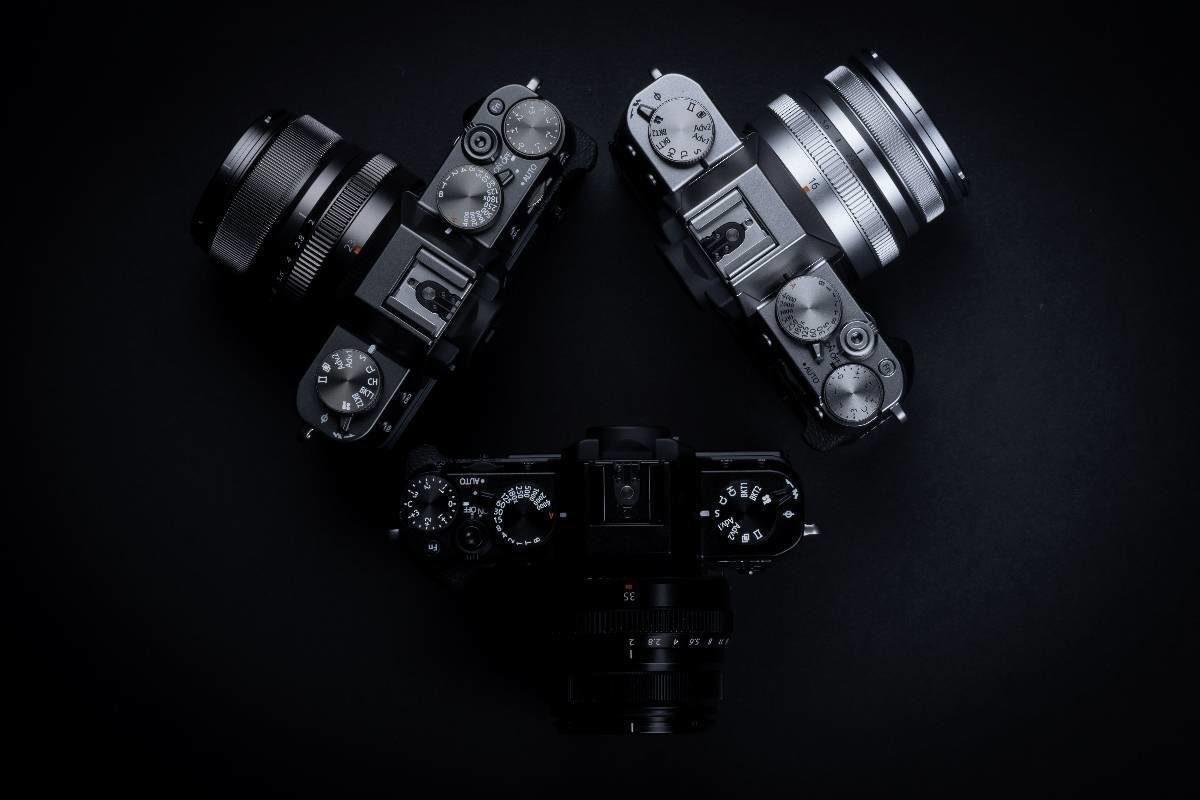 Die neue Fujifilm X-T30 in drei Farben, Silber, Anthrazit und Schwarz - Test Fujifilm X-T30 DSLM - Video Details Vergleich
