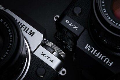 Silberne und schwarze Version der neuen Fujifilm X-T4 DSLM